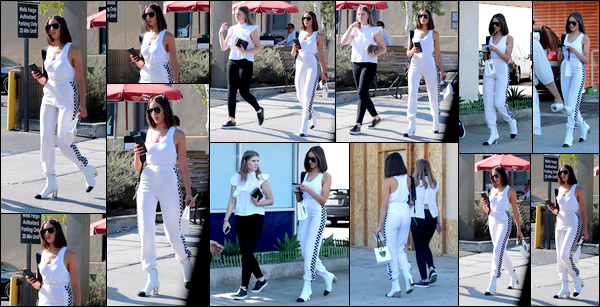 . 04/08/2017: Olivia Culpo a été photographiée, accompagnée d'une amie, se baladant dans Los Angeles.  Je ne suis pas vraiment fan de la tenue d'Olivia sur ce candid.. Le combo talons/jogging lui doit un gros fashion faux pas! C'est un FLOP! .