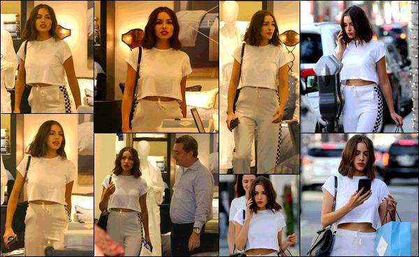 . 19/08/2017:Olivia Culpo  a été vue profitant de son samedi après-midi pour faire du shopping dans Beverly Hills.  Olivia a donc été aperçue se baladant dans les rues, puis demandant conseil à un vendeur dans un magasin, et pour finir rejoindre sa voiture. Joli top!   .