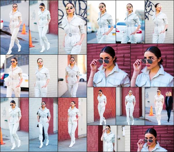 .   24.01.18 : Olivia Culpo a été photographier en se promemant seule dans les rues de  New York .