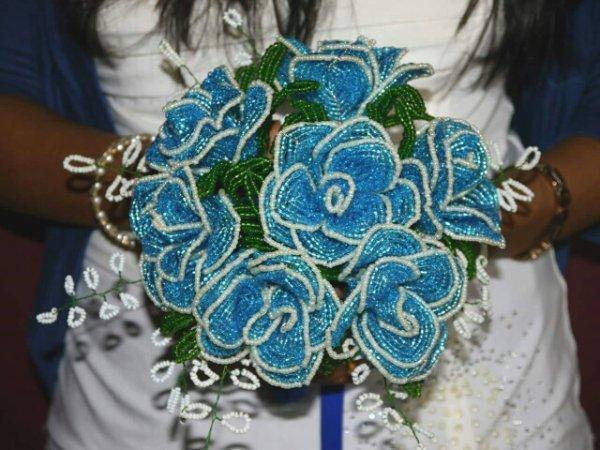 bouquet roses bleu et blanche