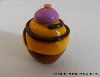 .~ Cupcake jaune - [ www.creationPateFIMO.skyrock.com ] .