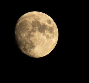 lune au balcon