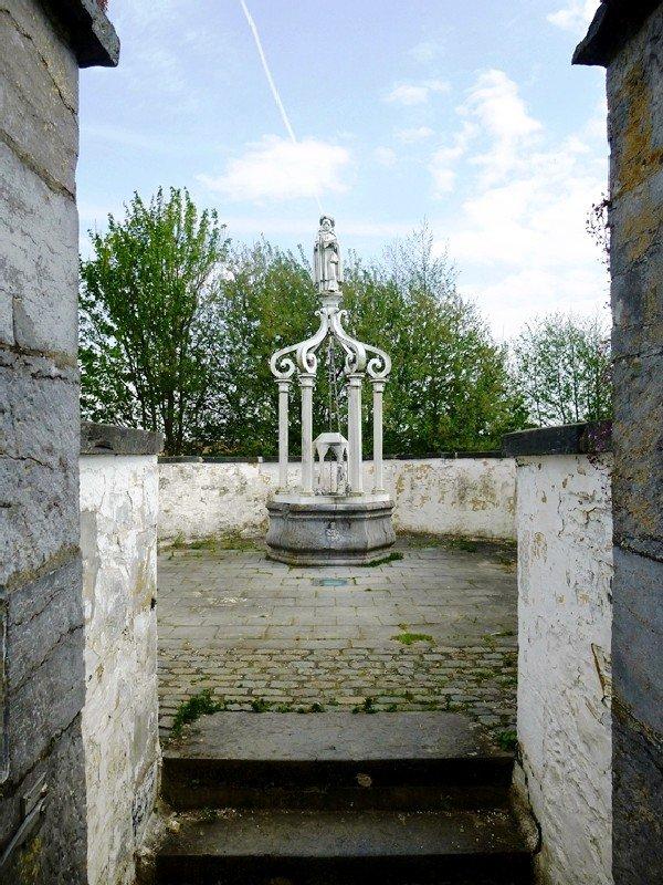 Le puits miraculeux de Sainte-Renelde.