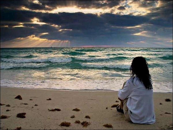 La femme qui parlait aux vagues.