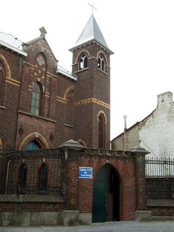 Le tour de nos églises: Notre-Dame de Lourdes aux Trieux.