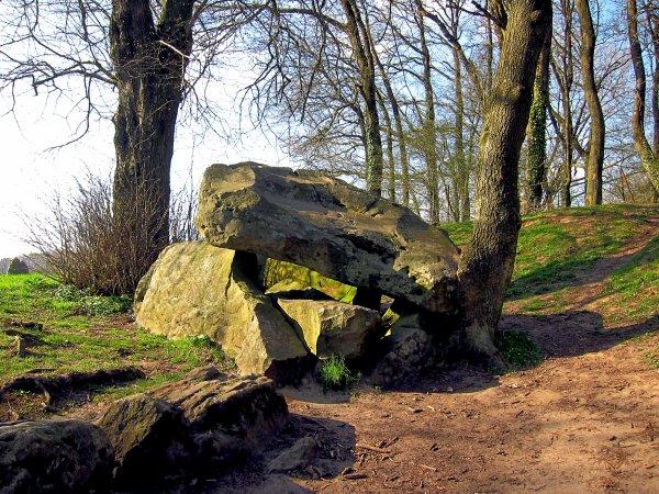 Au dolmen de Fresnicourt.