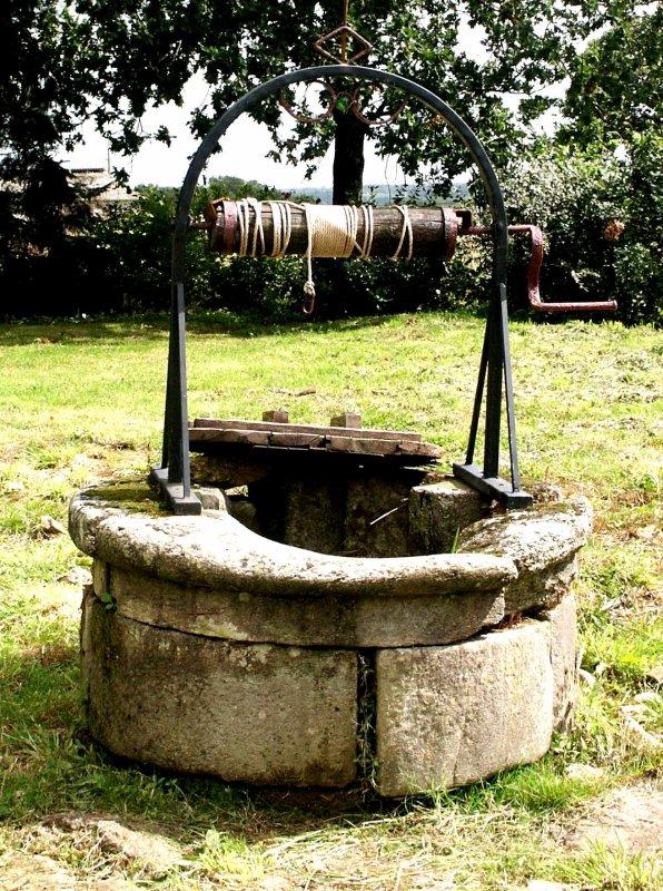 Un puits parmi d'autres: celui du curé de Montigny.