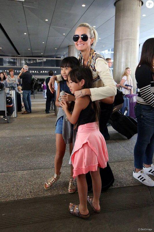 Laeticia Hallyday : Surprise par ses filles pour son retour au bercail !