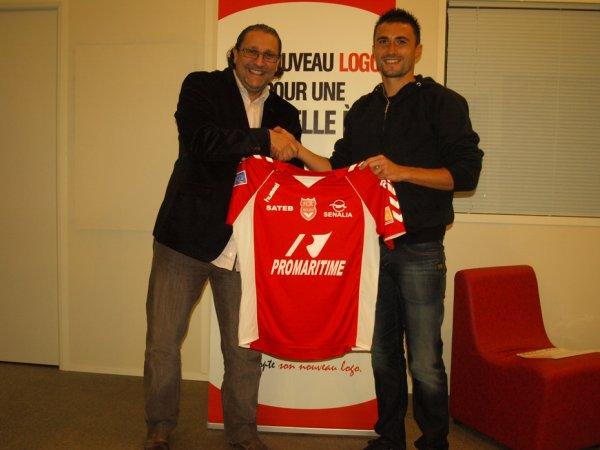 Rouen : Alain Cantareil a signé