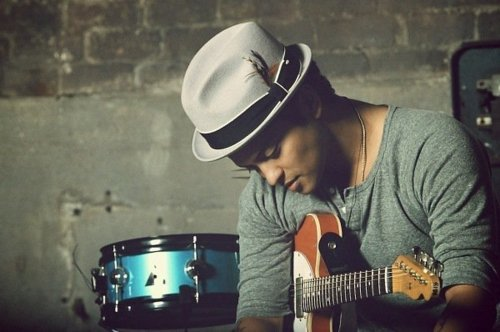 Bruno Mars - 'The Lazy Song' acoustic (2011)