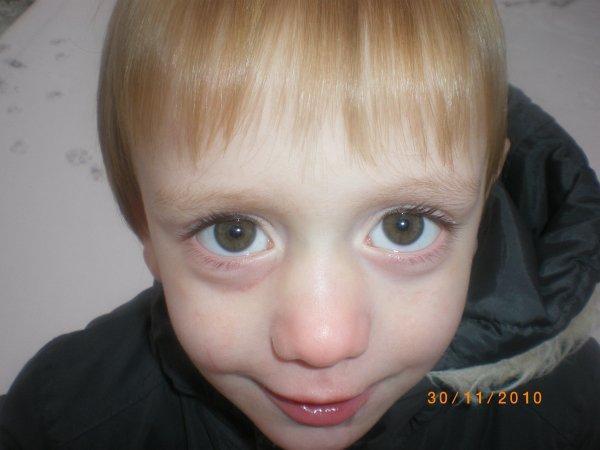 mon fils timeo  jadore son regard