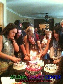 selena gomez a l'anniversaire de joey king