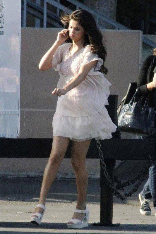 Look de selena sur le tournage de son nouveau film .