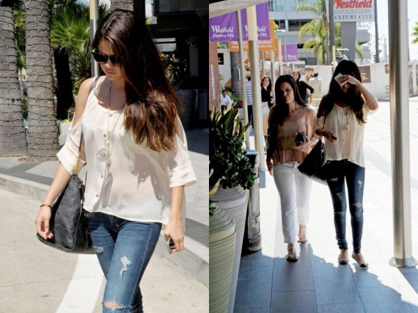 Le 14.08 selena quittant le centre commercial Century City avec Ashley Cook à LA