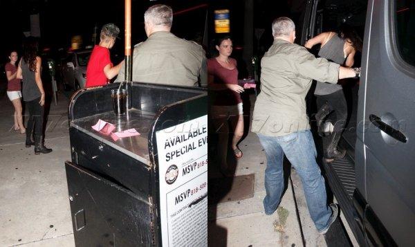 selena , justin et ashley quittant un café bar à hollywood