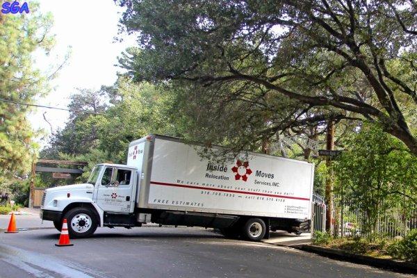 un camion de déménagement a été apercu devant la maison de selena a encino a los angeles le 17 aout