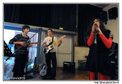 Photo du concert de décembre 2010 !!  premier concert voilouu !! c'est po mon groupe mes un atelier de musik  mon groupe c'est THE LOST ROCK §§§