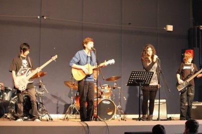 Photo du concert  du mois de février  concert voilouu !! c'est po mon groupe mes un atelier de musik mon groupe c'est THE LOST ROCK !!!