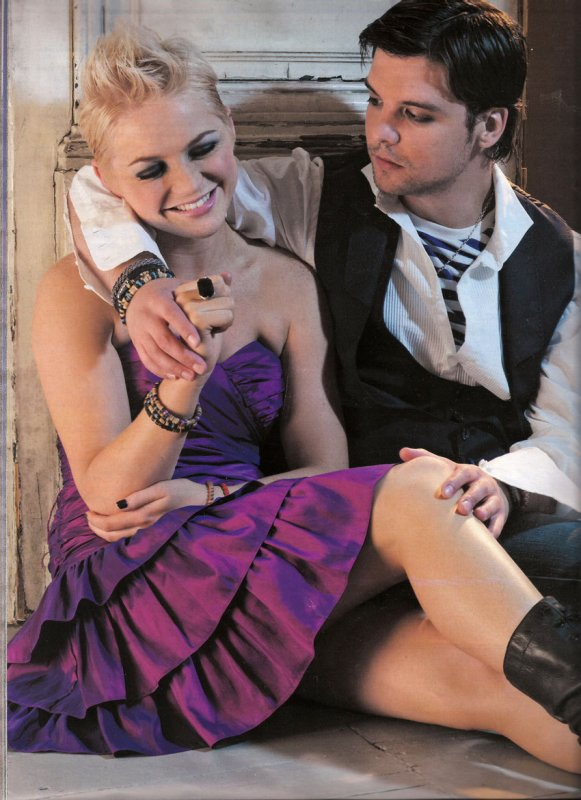 Andrew Lee potts et Hannah Spearritt , alias Connor & Abby .