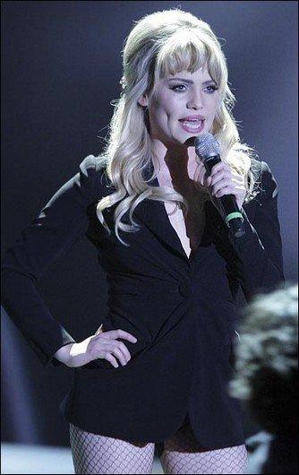 Duffy, la sublime chanteuse blonde, avait tenu à nous laissé admirer ses fesses !