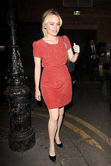 Les paparazzi canardent les cuisses et les jolies jambes de Duffy à Londres, le 20 mai 2011 !