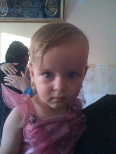 ma petite princesse KAYLA 2 ans maintenant minch'allah