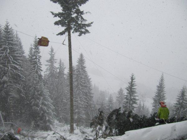 De cabler sous la neige,faut y avoir le gout!!!