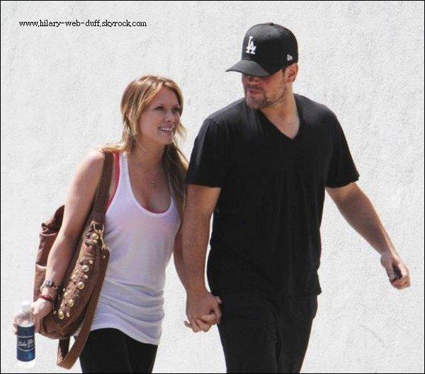 06/09/10 Sortie à Los Angeles  Hillary Duff est sortie a Los Angeles en compagnie de son entraineur personnelle. Hillary était habiller trés simplement en tenue de sport, La tenue lui va bien.