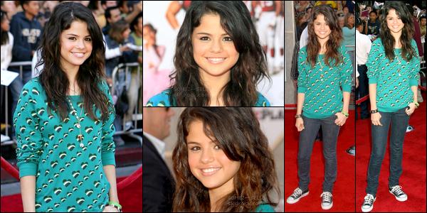 . 23/09/07 - La belle Selena Marie Gomez a été aperçue à l'avant-première du film The Game Plan de A.Fickman. .