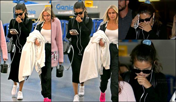 07/09/18 : Selena Gomez a été photographiée à l'aéroport JFK à New-York en compagnie de son amie Raquelle Stevens.