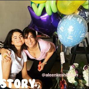 A l'occasion du 25ème anniversaire de Selena, découvrez les messages de ses proches ! Pour voir la vidéo postée sur le compte Instagram du papa de Selena, clique ici tandis que pour voir la vidéo postée par Ellen.D, clique ici[/alig fen]
