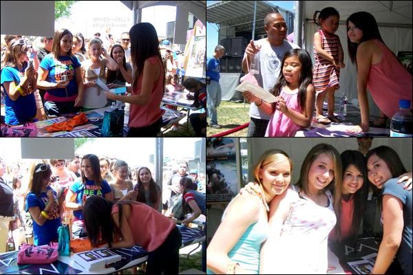 . 17/05/08 - Sel. était en train de signer des autographes et faire des photos avec ses fans pendant le Kids Mix 491..