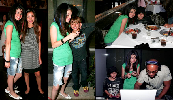 . 30/07/07 - Selena s'est rendue à une party pour le film The Perfect Game où elle a vu Rico d'Hannah Montana !  .