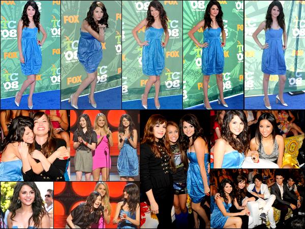 . 03/08/08 - Selena Gomez s'est rendue à la cérémonie des Teen Choice Awards qui se déroulait à Los Angeles. .