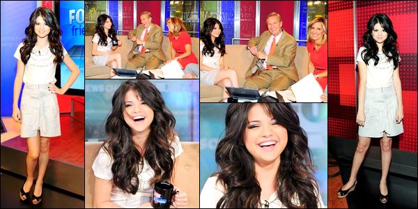 . 01/08/08 - Selena Gomez était invitée sur le plateau de l'émission - Fox & Friends - qui se déroulait à New-York. .