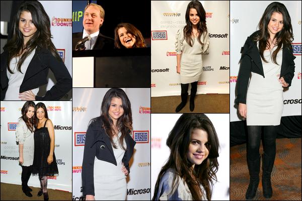 . 12/11/07 - Selena s'est rendue à un événement A Salute To Our Troops pour rendre hommage aux soldats..