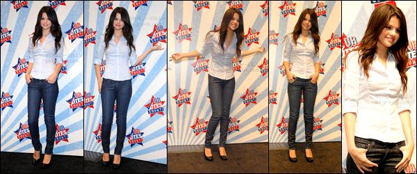 . 16/08/08 - Selena Gomez était présente avec sa mère et son beau-père au Ur Votes Count étant à Los Angeles.  .