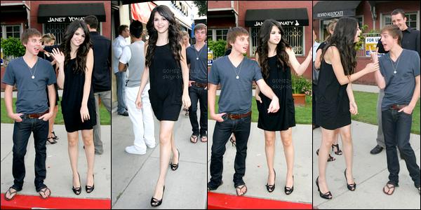 . 10/07/08 - Selly a été aperçue dans une magnifique tenue quittant la fête d'ouverture d'un magasin à Los Angeles.
