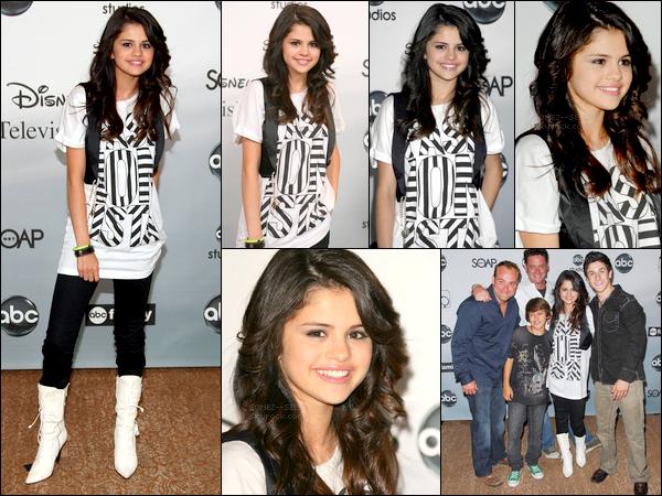 . 26/07/07 - Selena était à un événement organisé par une chaîne de télé américaine ABC avec des stars Disney. .