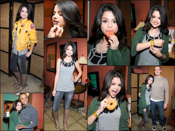 . 14/01/08 - L'une des premières radios pour Selena. Elle était présente dans les studios de la radio KTLA. Avis ?.