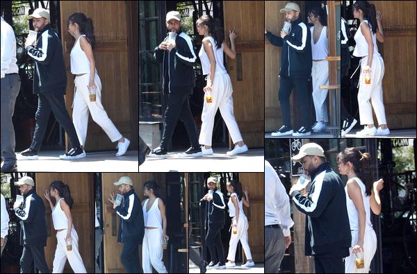 . 23/07/17 - Selena Gomez a été aperçue avec son boyfriend Abel T.  sortant de Speed Coffee dans Los Angeles..