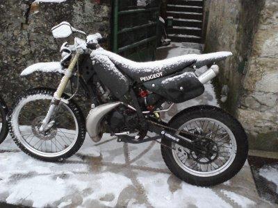 ma moto sous la neige