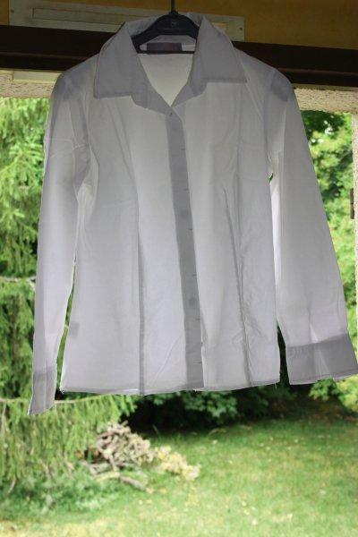 Chemise blanche .