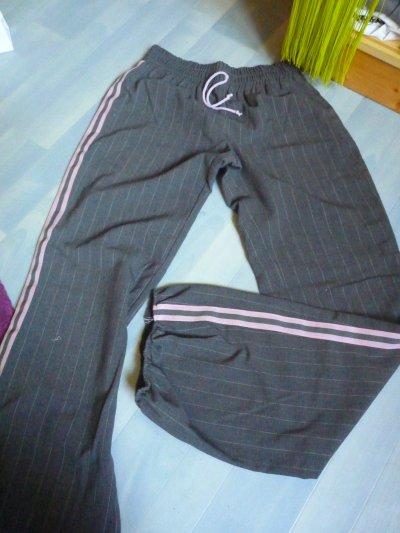 Pantalon style Jogging .