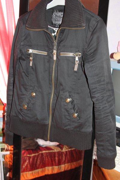 Manteau noir de chez Bershka.