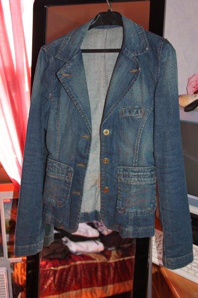 Veste en jean taille 34 .