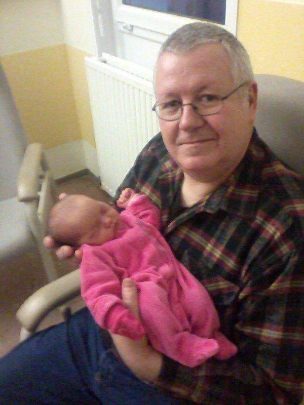 CAMILLE et son papy à la maternité