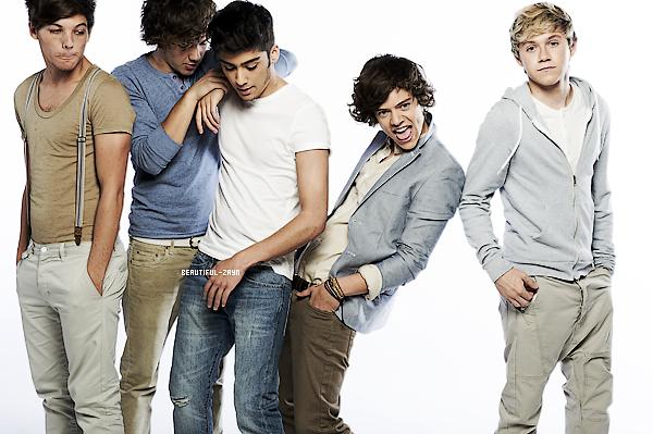Notre groupes préférés les One Direction, posant pour le magasine«  WeLovePop ». J'adore ce photoshoot, les garçons sont souriant et très sexy. C'est dommage que monsieur Zayn ne regarde pas l'objectif.