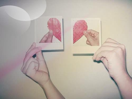 « Qu'est-ce que tu préfères : te faire battre par quelqu'un que tu aimes ou faire l'amour a quelqu'un que tu détestes ?. »  *Anonyme*