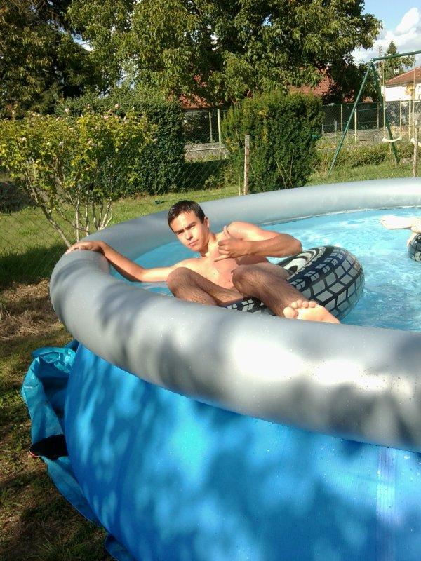 Moi dans ma piscine